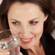 IDM Frau trinkt