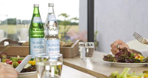 IDM Mineralwasser Gatronomie Tisch