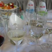 Plose Mineralwasser und Wein