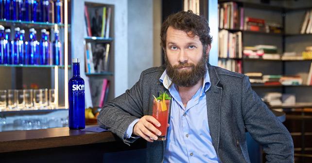 "Christian Ulmen SKYY Vodka ""Straight Support"""