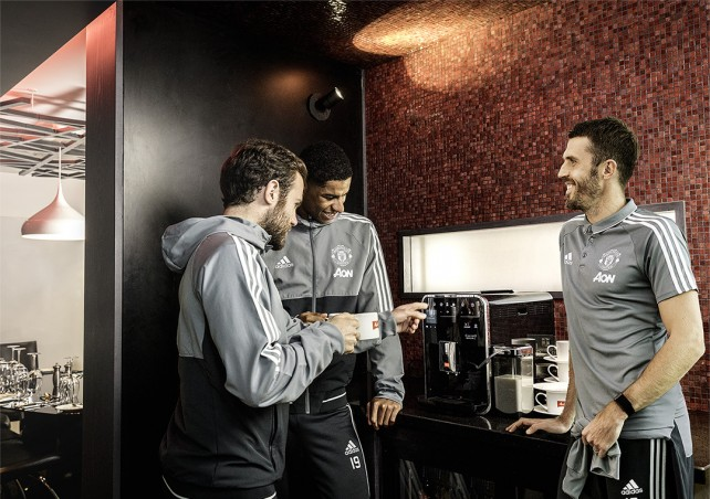 Melitta & Manchester United, Players Shooting