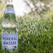 Natürliches Mineralwasser