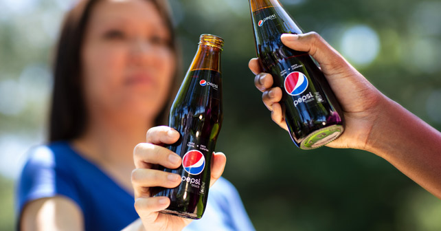Pepsi Black Anstoßen