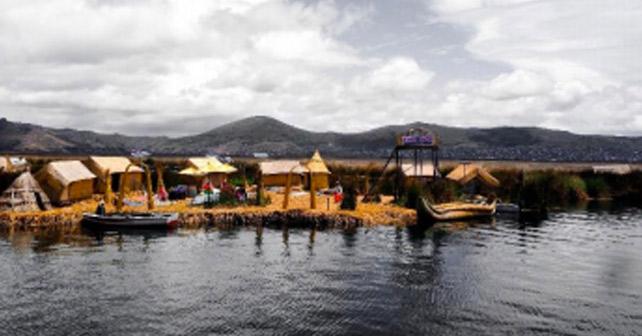 einsame häusersiedlung in Peru