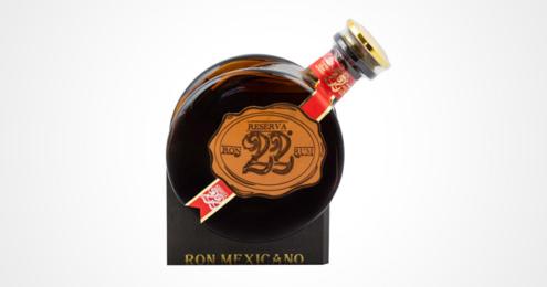 Eine Flasche des El Ron Prohibido Reserva 22