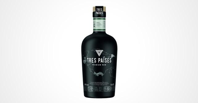 Flasche des neuen Rums Tres Países