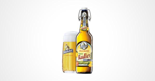 Flasche und Glas mit Natur Radler von Mönchshof