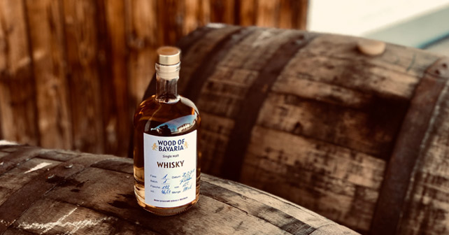 wood of bavaria whisky Flasche