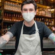 barkeeper mit maske
