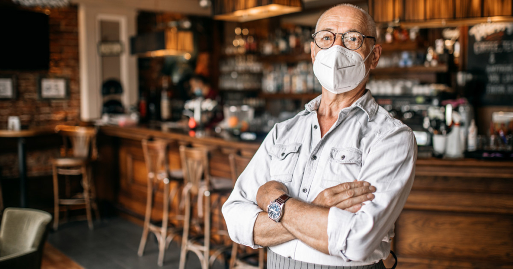 gastronom mit maske